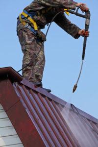 Pensacola roofing contractors clean roofs